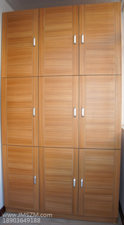 横纹门板衣柜