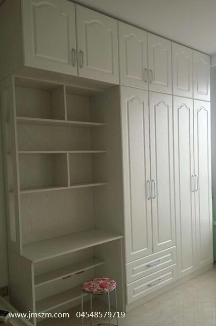 欧式圆弧形门衣柜和学习桌